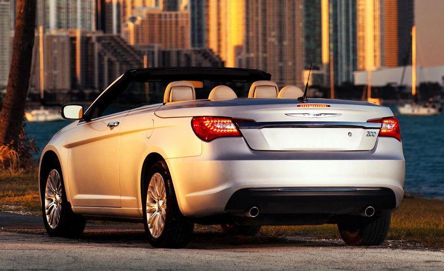 2011 Chrysler 200 convertible - Slide 11