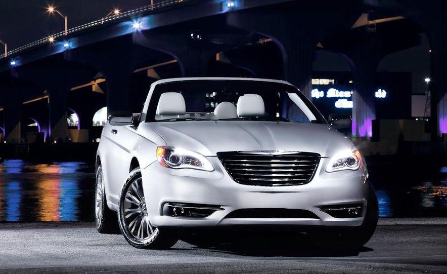2011 Chrysler 200 convertible - Slide 12