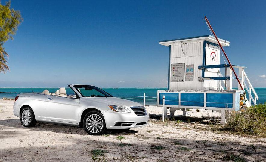2011 Chrysler 200 convertible - Slide 13
