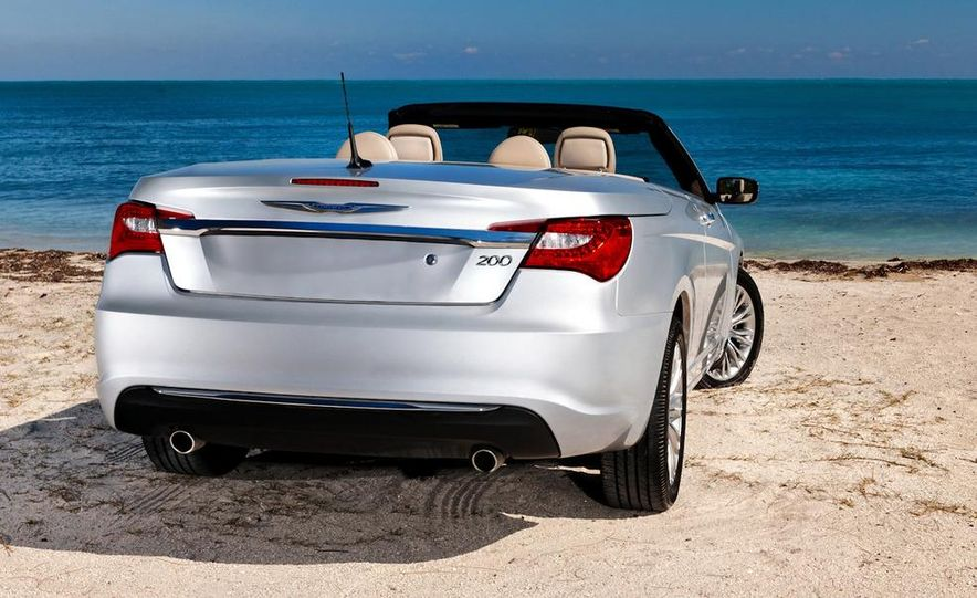 2011 Chrysler 200 convertible - Slide 15