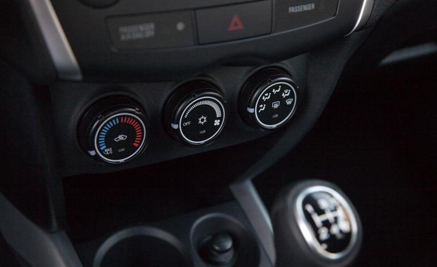 2011 Mitsubishi Outlander Sport ES - Slide 14
