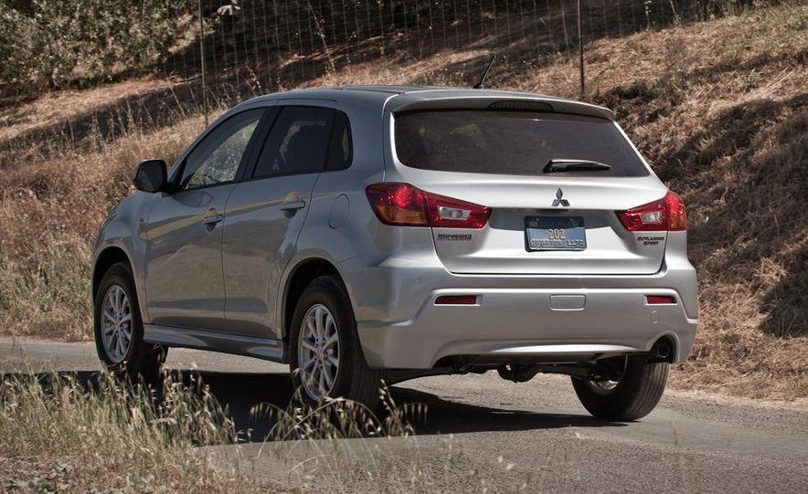2011 Mitsubishi Outlander Sport ES - Slide 4