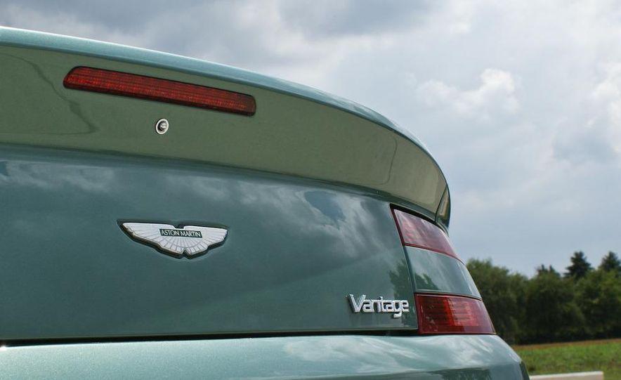 2011 Aston Martin V-8 Vantage S coupe - Slide 46