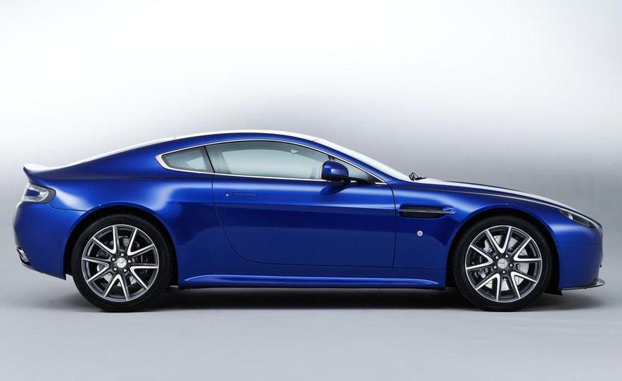 2011 Aston Martin V-8 Vantage S coupe - Slide 17