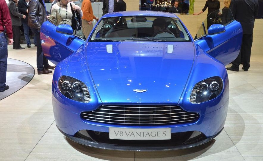 2011 Aston Martin V-8 Vantage S coupe - Slide 2