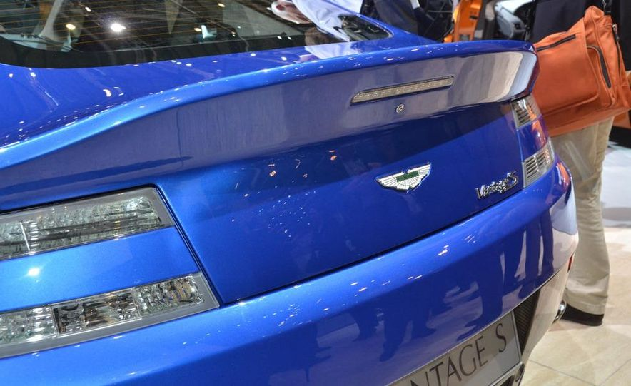 2011 Aston Martin V-8 Vantage S coupe - Slide 4