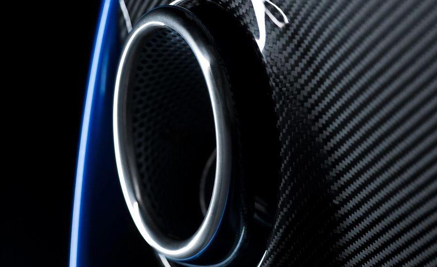 2011 Aston Martin V-8 Vantage S coupe - Slide 28