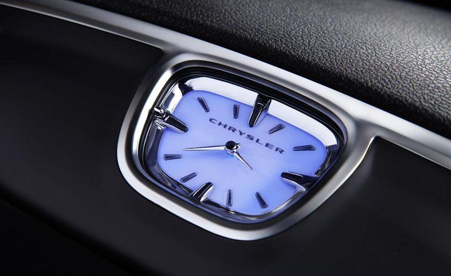 2011 Chrysler 300C - Slide 34