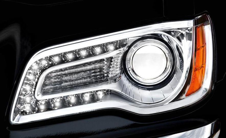 2011 Chrysler 300C - Slide 27