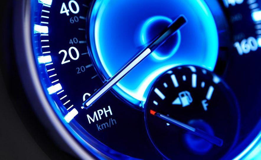 2011 Chrysler 300C - Slide 32