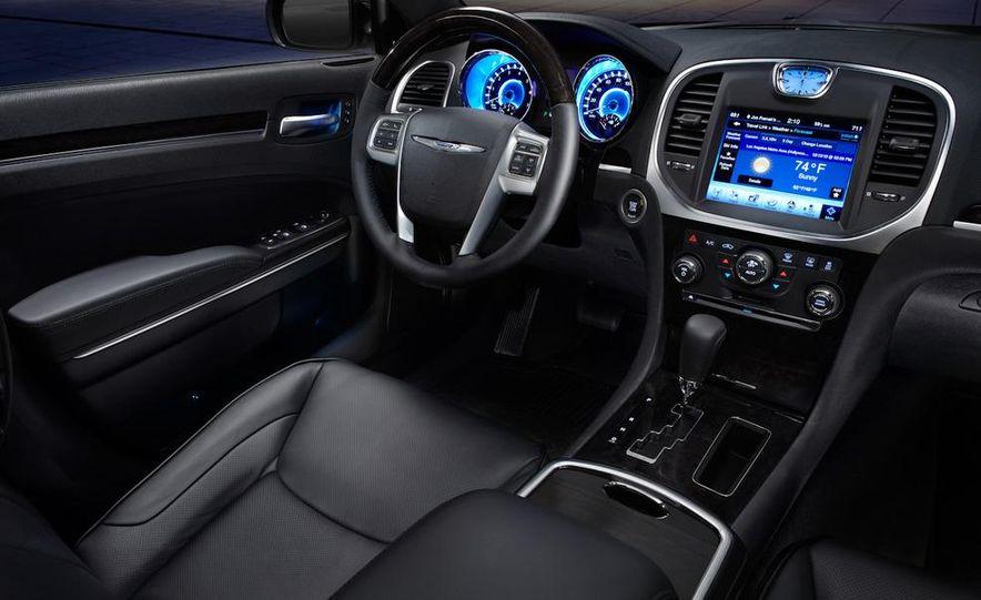 2011 Chrysler 300C - Slide 28