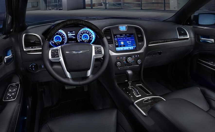 2011 Chrysler 300C - Slide 29
