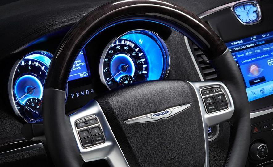 2011 Chrysler 300C - Slide 30