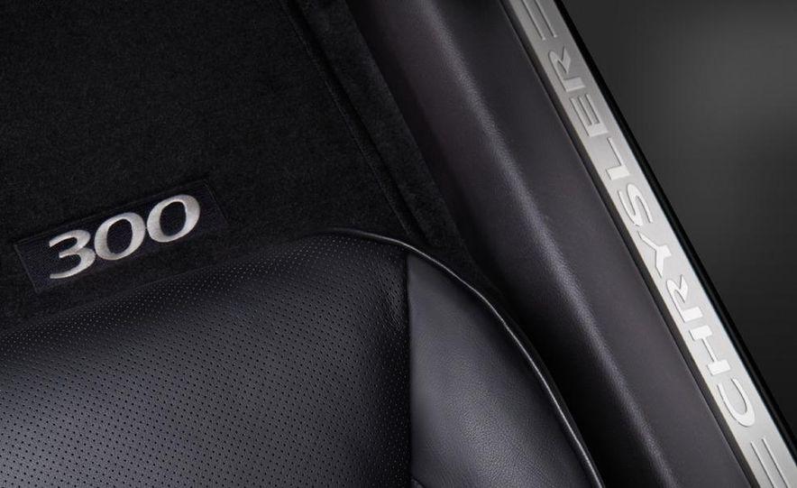 2011 Chrysler 300C - Slide 37