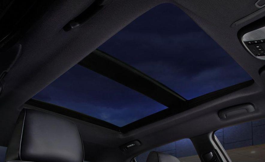 2011 Chrysler 300C - Slide 35