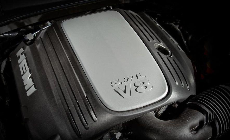 2011 Chrysler 300C - Slide 38