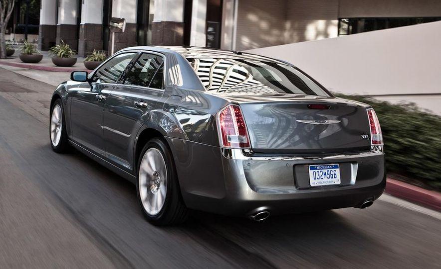 2011 Chrysler 300C - Slide 2