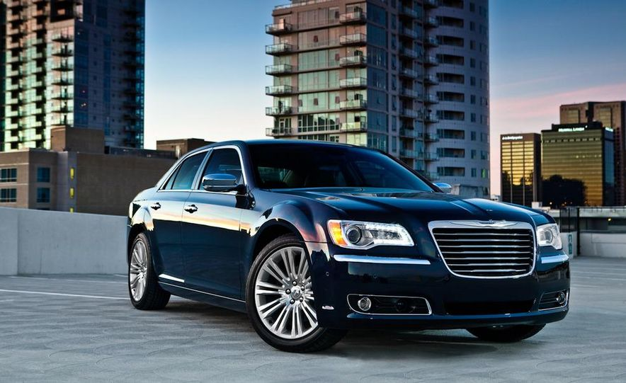 2011 Chrysler 300C - Slide 21