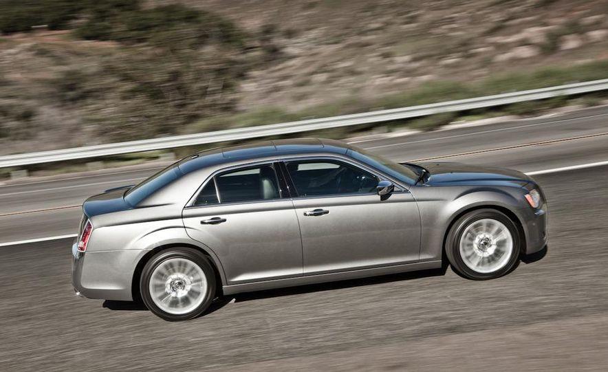2011 Chrysler 300C - Slide 3