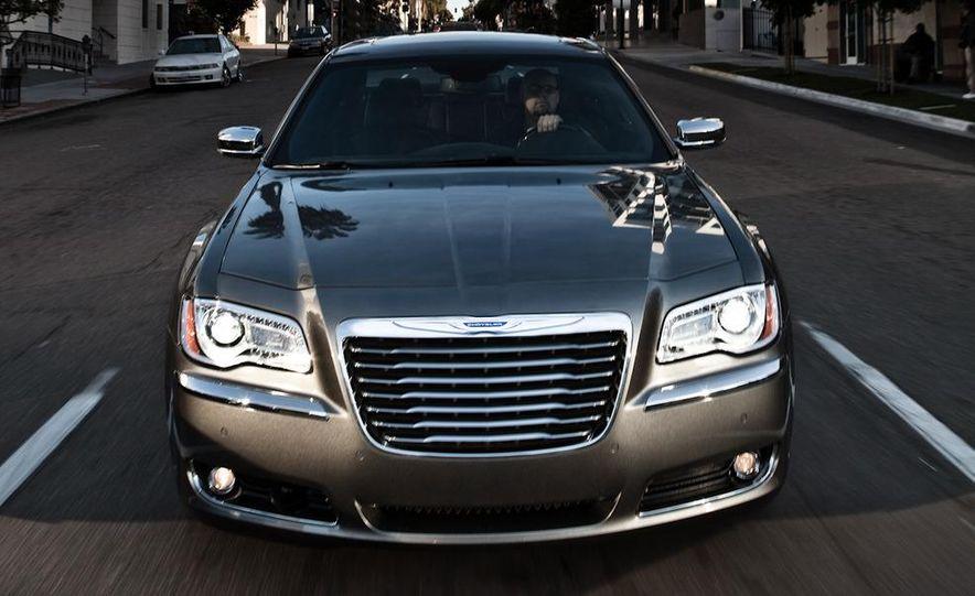 2011 Chrysler 300C - Slide 4