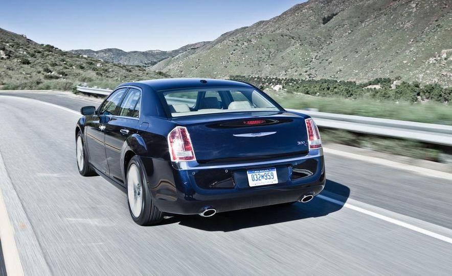 2011 Chrysler 300C - Slide 24