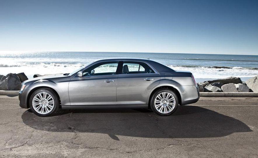2011 Chrysler 300C - Slide 5