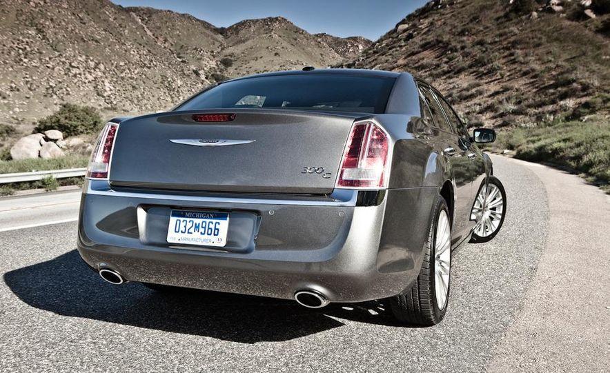 2011 Chrysler 300C - Slide 6