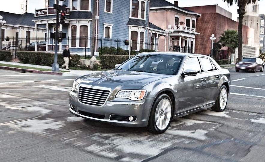 2011 Chrysler 300C - Slide 7