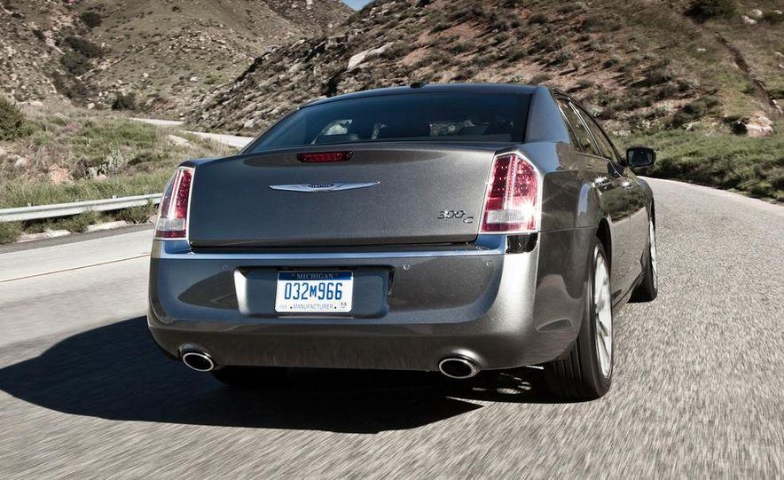 2011 Chrysler 300C - Slide 9