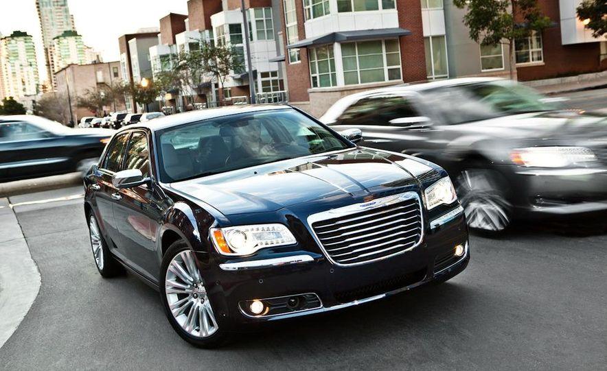 2011 Chrysler 300C - Slide 22