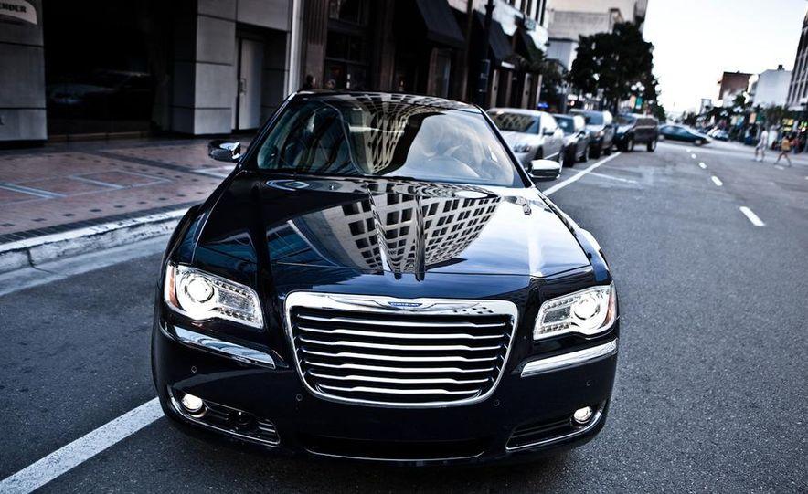 2011 Chrysler 300C - Slide 20