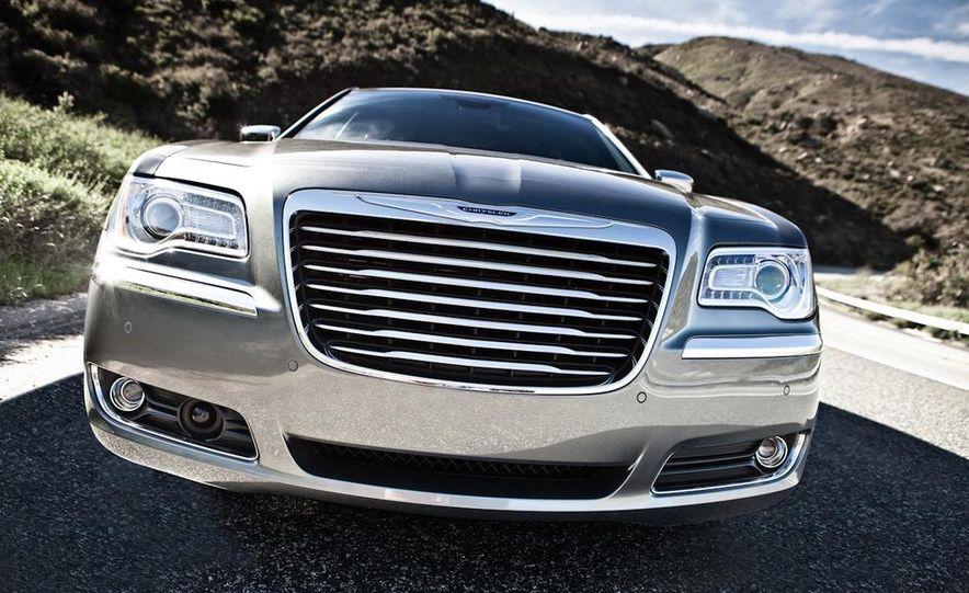 2011 Chrysler 300C - Slide 12