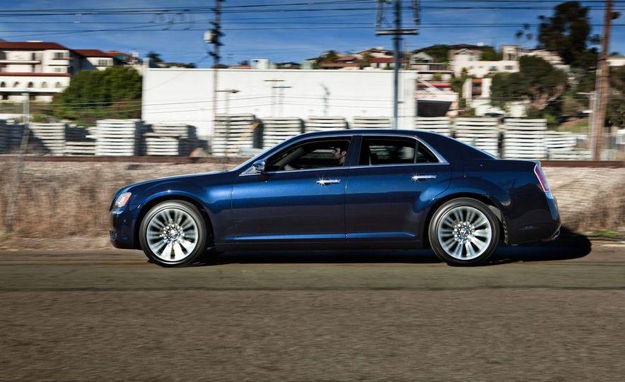2011 Chrysler 300C - Slide 26