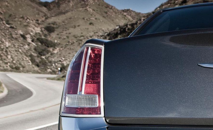 2011 Chrysler 300C - Slide 15