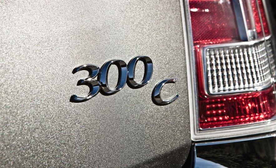 2011 Chrysler 300C - Slide 16