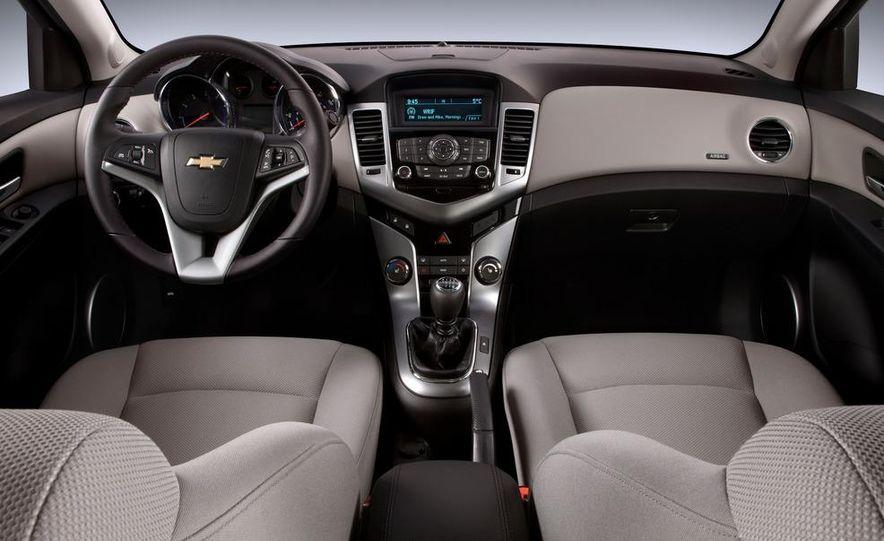 2011 Chevrolet Cruze Eco - Slide 11