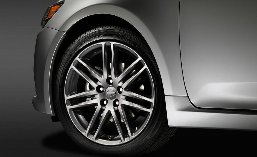 2011 Scion tC automatic - Slide 11