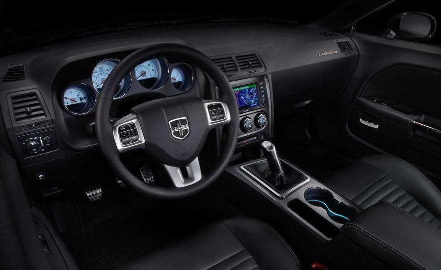 2011 Dodge Challenger SRT8 392 - Slide 12
