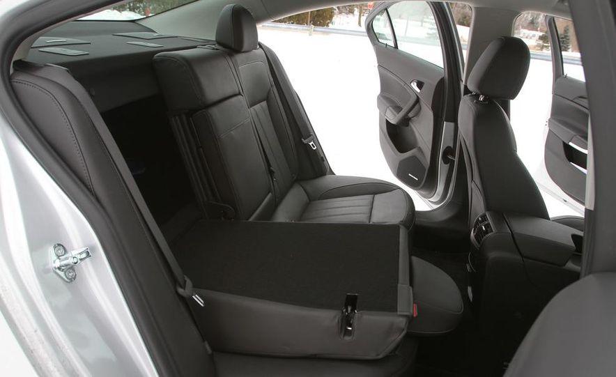 2011 Buick Regal CXL Turbo - Slide 21