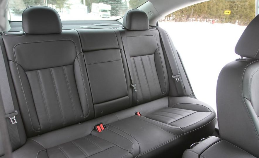 2011 Buick Regal CXL Turbo - Slide 19