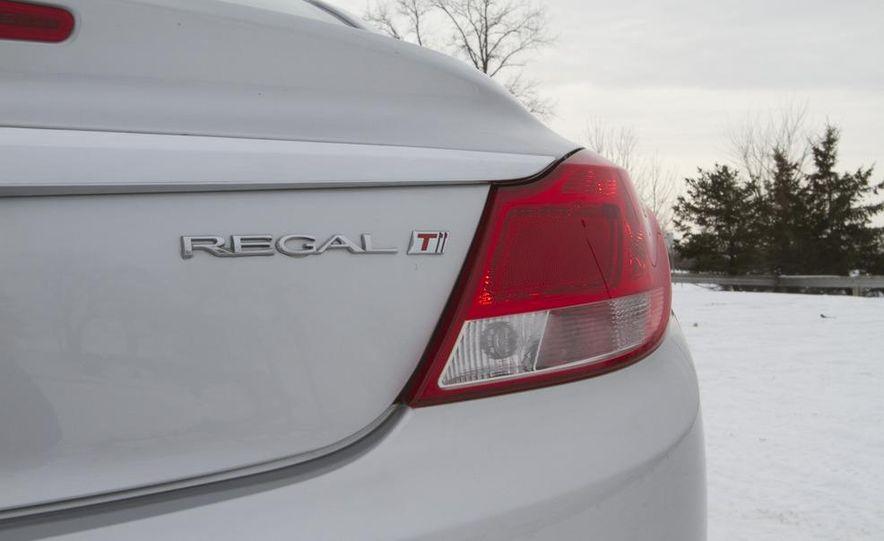 2011 Buick Regal CXL Turbo - Slide 13