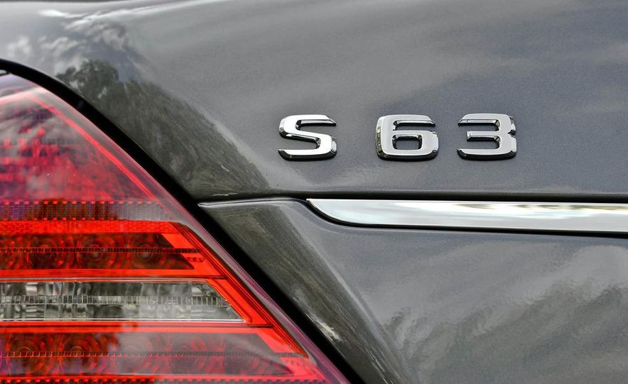 2011 Mercedes-Benz S63 AMG - Slide 9