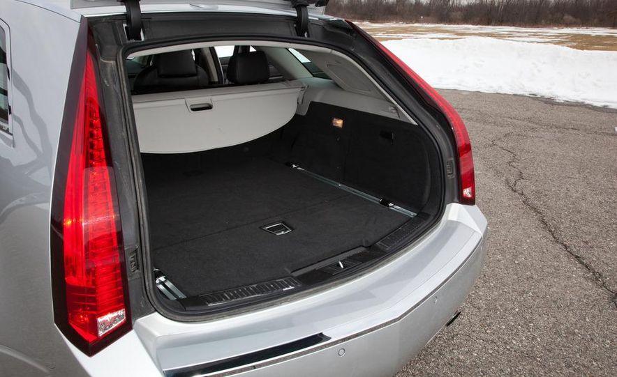 2011 Cadillac CTS-V wagon - Slide 30