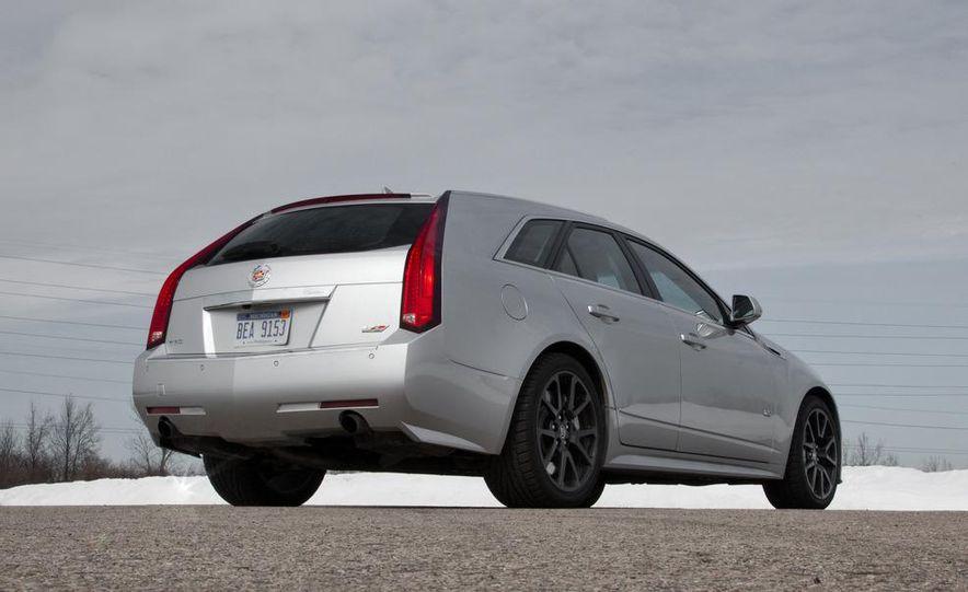 2011 Cadillac CTS-V wagon - Slide 24