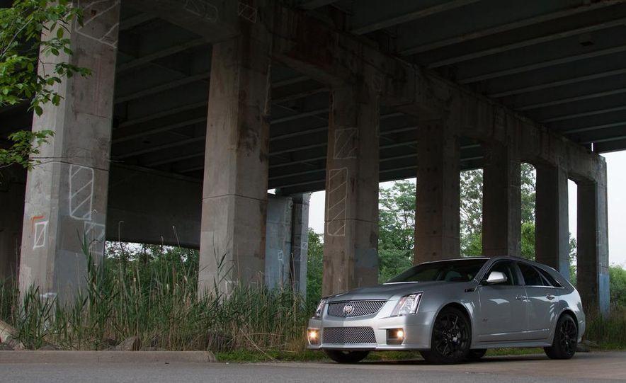 2011 Cadillac CTS-V wagon - Slide 12