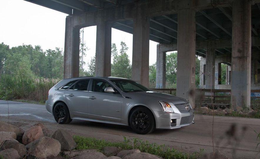 2011 Cadillac CTS-V wagon - Slide 16