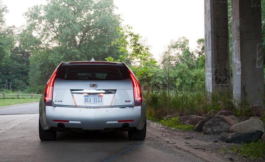 2011 Cadillac CTS-V wagon - Slide 17