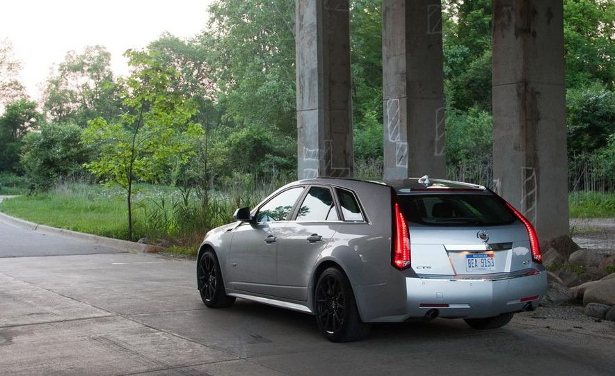 2011 Cadillac CTS-V wagon - Slide 18