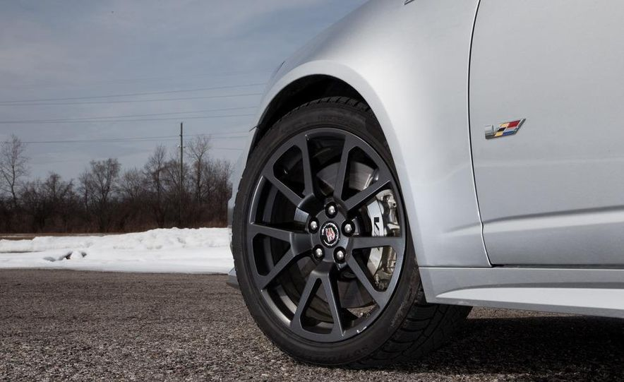 2011 Cadillac CTS-V wagon - Slide 32