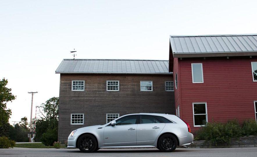 2011 Cadillac CTS-V wagon - Slide 6
